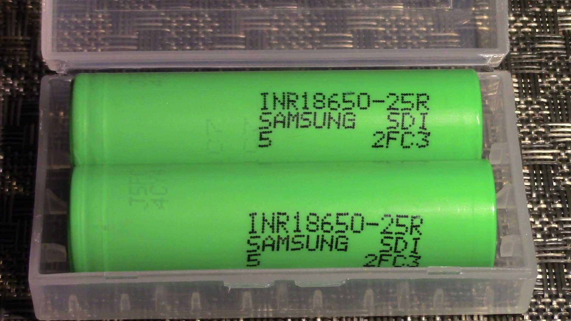 Носите свои аккумуляторы только в чехле или кейсе.