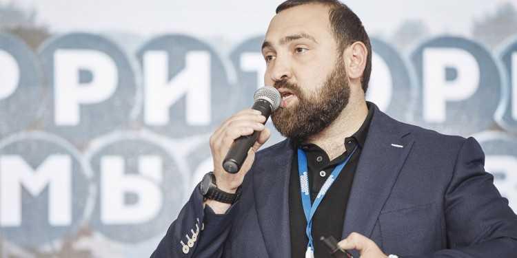 Хамзаев на молодежном форуме «Территория смыслов». Фото — vk.com/trezvayarossia