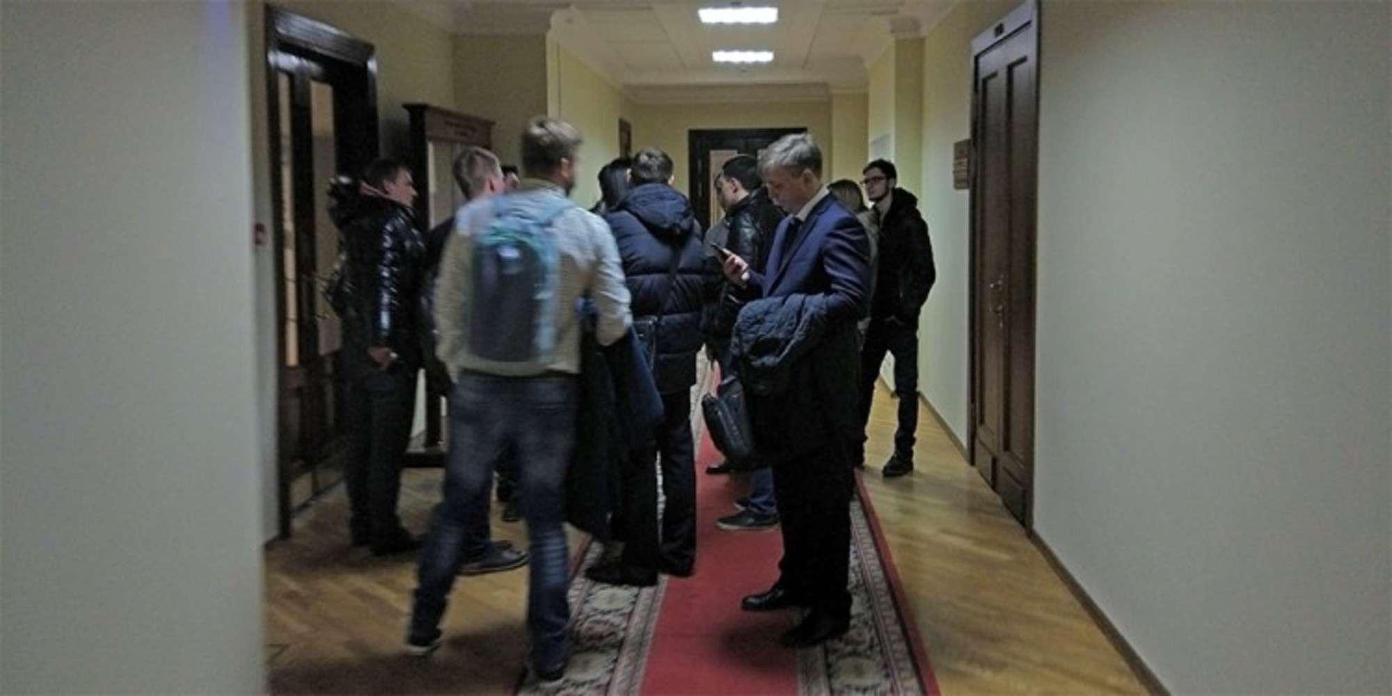 Представители вейп-компаний в коридоре Госдумы
