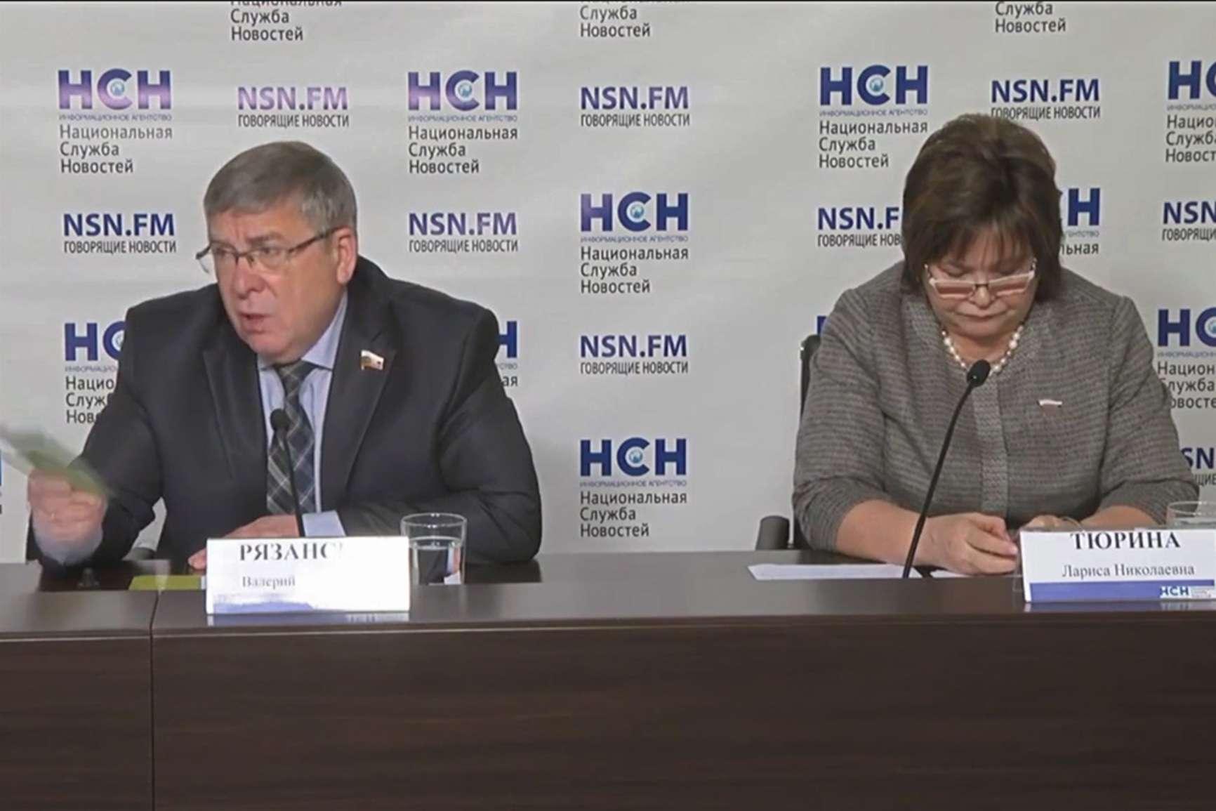 Валерий Рязанский и Лариса Тюрина на пресс-конференции о новой антитабачной концепции Минздрава. Фото — council.gov.ru